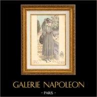 Stampa di Moda Francese - Parigina - Francia - Abito - Une Jolie Petite Robe Simple - Creation Drecoll | Stampa di moda. Colorata a mano d'epoca. Anonima. 1890