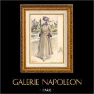 Gravure de Mode - Femme Française - Parisienne - France - Manteau de Voyage ou de Sport | Gravure de mode. Colorée à la main (coloris d'époque). Anonyme. 1890