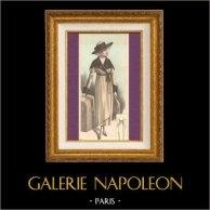 Gravure de Mode - Femme Française - Parisienne - France - Manteau de Voyage | Gravure de mode. Colorée à la main (coloris d'époque). Anonyme. 1890
