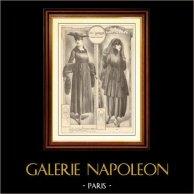 Fransk Modeplansch - Modeteckning - Parisiska - Frankrike - Klänning - Robe Droite en Gabardine Noire avec Broderie de Soie Noire   Modeplansch (modeteckning). Anonymt. 1900
