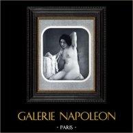 Daguerréotype érotique Français - Nu Féminin - La Femme au Collier de Perle | Héliogravure originale d'après un daguerréotype érotique réalisé en 1880. 1930