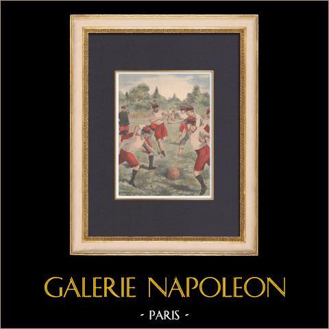 Fútbol en el ejercito francés - 1902 | Grabado xilográfico original impreso en cromotipografia. Anónimo. Reverso impreso. 1902