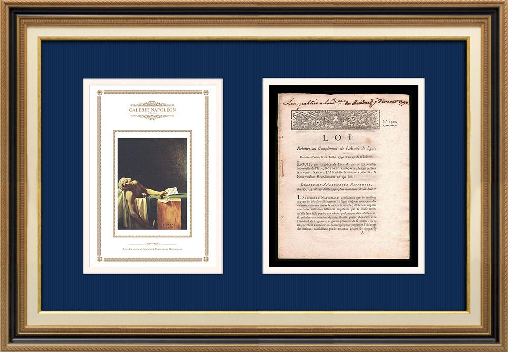 Decreet - Franse Revolutie - 1792 - Versterking van het lineleger | De Dood van Marat (Jacques-Louis David) | Decreet N°1900 van de Nationale Vergadering met een grote houtsnede vignette op 17, 19 & 20 Juillet 1792, l'An 4 de la Liberté. Origineel document gedrukt op vergé papier met watermerk door IMPRIMERIE ROYALE in Paris in 1792.