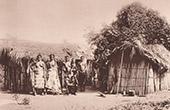Indigenous family - Shacks (C�te d'Ivoire - West Africa)