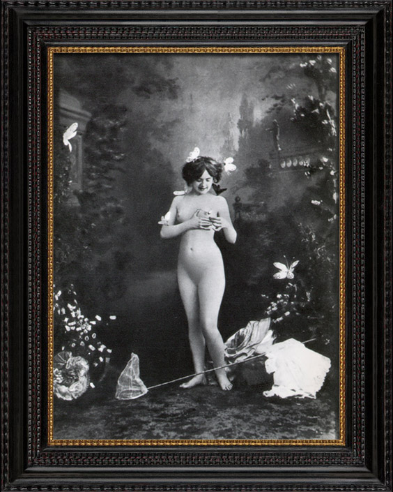 Gravures Anciennes & Dessins | Daguerréotype érotique Français - Nu Féminin - Femme Nue Entourée par des Papillons | Héliogravure | 1930