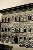 Palazzo Strozzi in Florence - Courtyard surrounded by an Arcade - Wrought Iron Lanterns by il Caparra  (Italy)