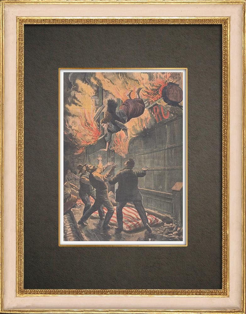 Antika Tryck & Ritningar | En kvinna hoppar ut genom fönstret för att fly en brand i Lille - Frankrike - 1910 | Träsnitt | 1910