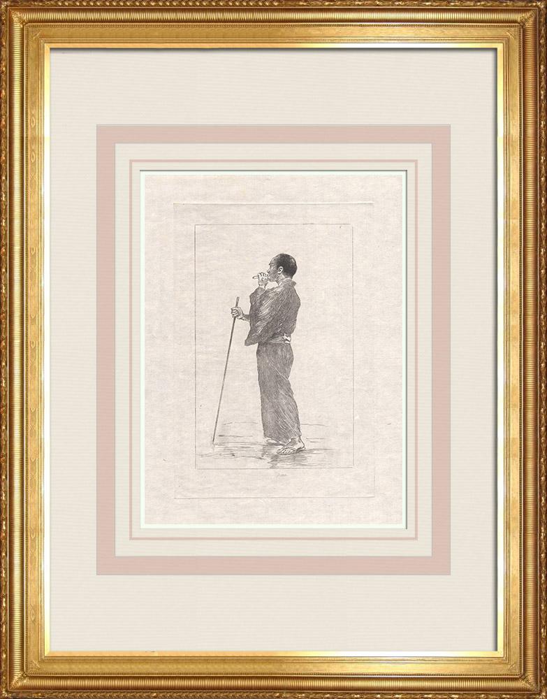 Grabados & Dibujos Antiguos | Un masajista ciego y fumador vestido con un largo kimono (Japón) | Grabado al aguafuerte | 1886